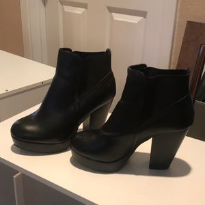 Shoes - Chunky boot heels